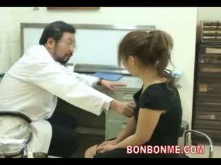 Gravida adolescenta fi inpulit de medic pentru face abortion 03