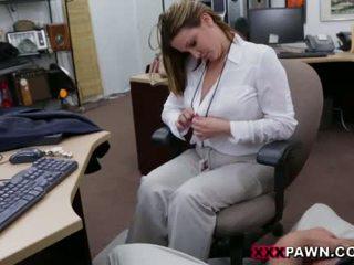 Booby perniagaan wanita banged oleh pawn dude