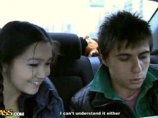 18 jaar oud pop has got laid binnenin de auto