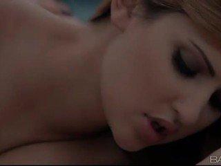 pamje kissing, i ri gojor i freskët, pamje vajzë në vajzë argëtim