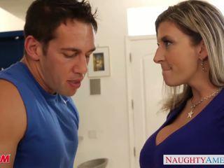 Krūtainas māte sara jay gets facialized