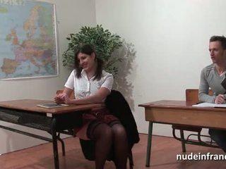 Sexy frans arab student bips geneukt in threeway door haar classmates