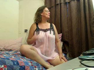 Тя digs дълбоко: безплатно бабичка порно видео 2f
