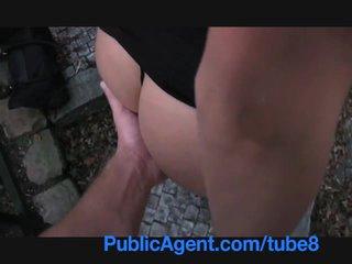 Publicagent a foder um alta morena em público pathway