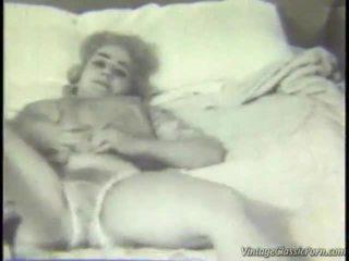 Retro guļamistaba striptease