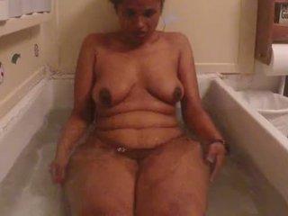 Indiane amatore vogëlushe lily nxehtë dush