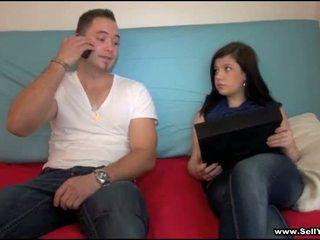 Ta has ära tema blue shirt
