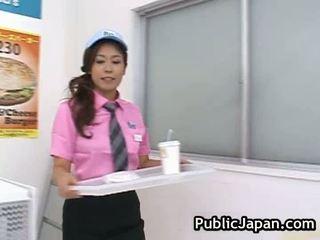 أقرن الآسيوية gal has أقرن داخل ال مخزن