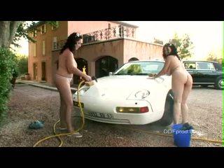 Breasty brunete babes joanna bliss un ally gets kails kamēr washing a jauks automašīna