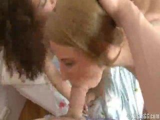 Sensuous youthful meisjes bump 1 lad