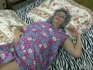 nenek, mahasiswi, lesbian
