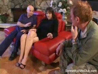 Vrouw screwed op een rood zitbank