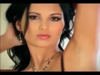 Mili jay - sīka auguma skaistule stripping un masturbācija uz zeķe un apakšbiksītes