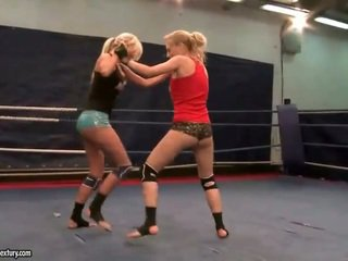 leszbikus megnéz, leszbikus harc, ideális muffdiving forró
