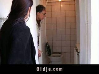 Oldje: 年轻 青少年 tries 她的 第一 老 男人
