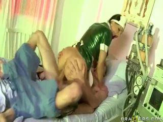 视频 的 护士 has 性别 同 dude