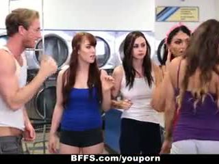 Bffs - college jenter faen creepy guy sniffing truser