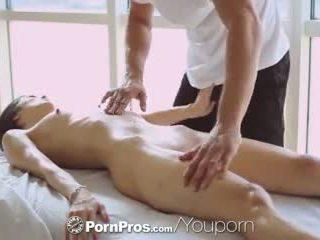 Pornpros - 뜨거운 아시아의 beauty elana dobrev gets a 섹시한 rub 아래로
