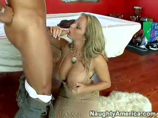 Šťavnaté príťažlivé pornohviezda amber lynn bach hooks a meaty pole v ju steamy ústa