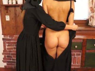 Nejaukas catholic nuns izgatavošana sins un licking vāvere