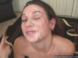 Pleasing beauty jackie ashe engulfing weenies és takes egy rendetlen szemérmetlen facials