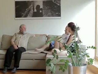角质 老 男人 fucks son's 女朋友