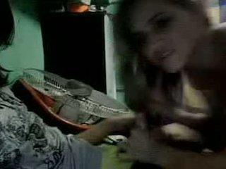 The dievča a the klaun na webkamera