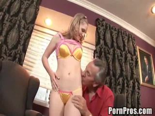 vieux jeune sexe, how to give her oral sex