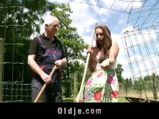 Viril vana farmer fucks peasant teismeline koos püsti kohta diva