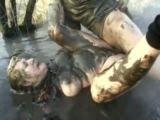 いたずらな ポルノ パフォーマンス クローズ へ a 意地の悪い おばあちゃん having got laid で ザ· mud