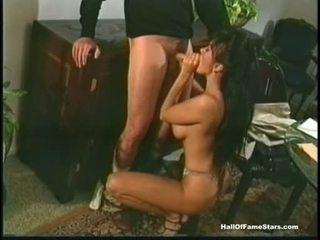 Sexy pornohviezda asia carrera takes a meaty shaft v že chapr ústa ako a lízatko