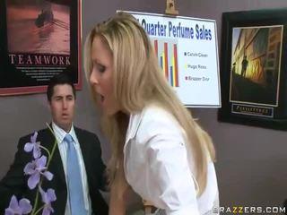 Vidios i e pacensuruar grua shkoj fucked nga i madh cocks qirje grua