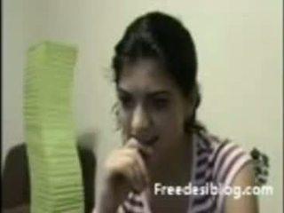 Hinduskie dziewczyna pokaz cycuszki w kamerka internetowa w czat