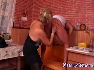Vācieši vecmāmiņa being smashed līdz jauns dzimumloceklis