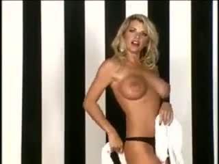 Vicky vette striptease