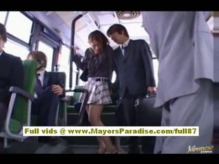 Nao yoshizaki sexy asiatique ado sur la bus