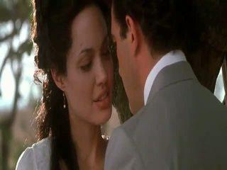 Angelina jolie prvotni sin