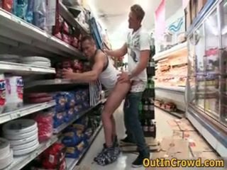 Atlētiskas geji having publisks sekss uz a supermarket 3 līdz outincrowd