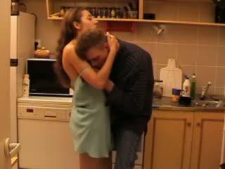 Daddys tochter gefickt im die küche video