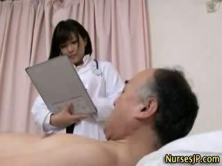 Jap hottie pielęgniarka gets brudne