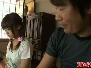 Japonské av modelka gets fingered