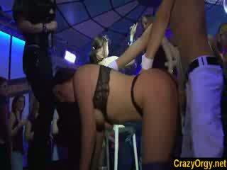 熱 女孩 去 野 同 male strippers 在 nightnight 夜晚 俱樂部
