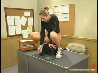 Sensuous pedagogue has a screwing stroj pod ji miza