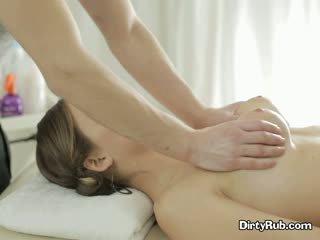 סקס crazed adelle needs קשה זין ב שלה פה