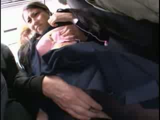 Innocent мадама пипнешком към оргазъм на а автобус