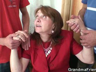 Karštas senelė seksas tryse į the ofisas
