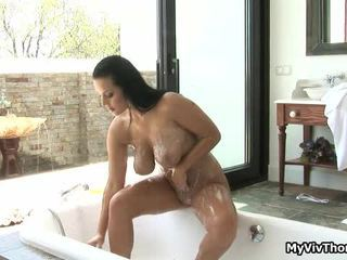 Geil brunette slet in de douche,