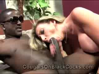Lustful blondie matura adescatrice sara jay gets scopata da grande mulatta uomo