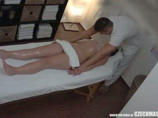 Stor rumpe brunette getting beste massasje noensinne <span class=duration>- 7 min</span>