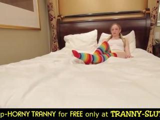 Pārsteidzošās tranny trio & tranny meitene vāvere pounding
